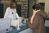 Za léky kvůli změně DPH platí v roce 2012 více. Ale celý recept stojí tolik, jako loni jedna položka.