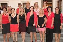 Překladatelskou soutěž pořádají dámy ze sboru Maraveja.