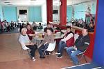 Senioři ze tří měst se potkali u bowlingové dráhy ve Volarech.