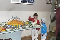 SEZONA ZAHÁJENA. Život v maringotkách mapuje letošní první výstava v Muzeu loutky a cirkusu v Prachaticích.
