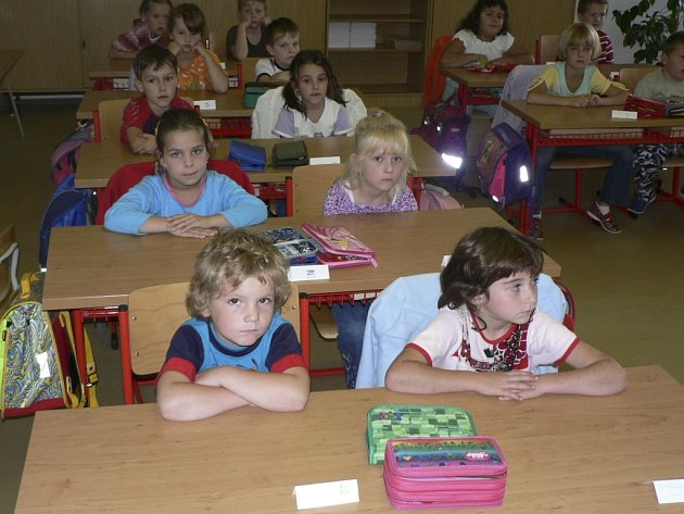 Školáci už mají prázdniny, ale v jejich škole začínají úpravy.