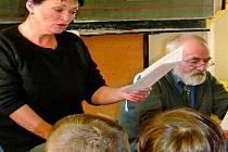 DVANÁCT MĚSÍČKŮ. Žáci prvního stupně prachatických základních škol včera poslouchali pohádky.