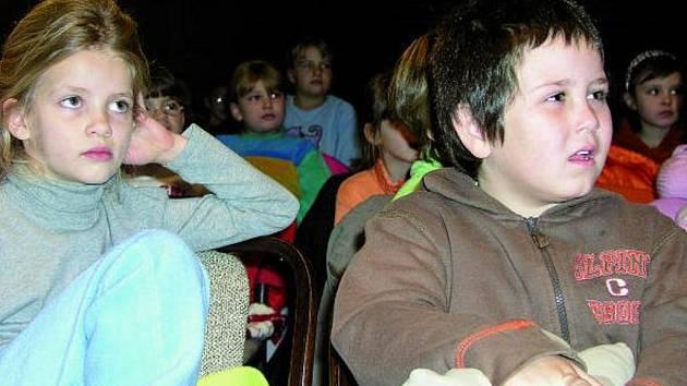 PLNO. Hned několikrát se v uplynulém týdnu zcela naplnilo vimperské kulturní středisko, a to jak při filmové projekci, tak při divadelním představení pro děti i folkovém koncertě.