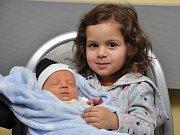 Tyler Adam Bojko se narodil ve strakonické porodnici v úterý 23. ledna ve 12.01 hodin. Vážil 3310 gramů. Vyrůstat se svými rodiči bude Černěticích. Na snímku s ním sestřička Lilly Ella (2,5 roku).