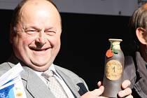Zatím prohibice přípravu letošních Slavností plodů nezkomplikovala. I starosta Mičovic František Zámečník věří, že budou mít nakonec důvod k úsměvu a soutěž o destilát roku se konat bude.