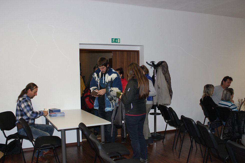 Snow festival ve Volarech poosmé a poprvé ve společenské místnosti městského hotelu Bobík.