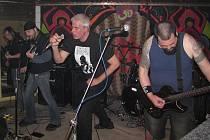 Koncert prachatických kapel zavřel klub Randál.