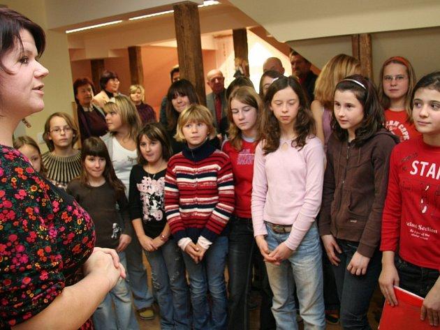 Výborně uvitání hostů zvládl pěvecký sobor ZŠ pod taktovkou Martiny Pivoňkové