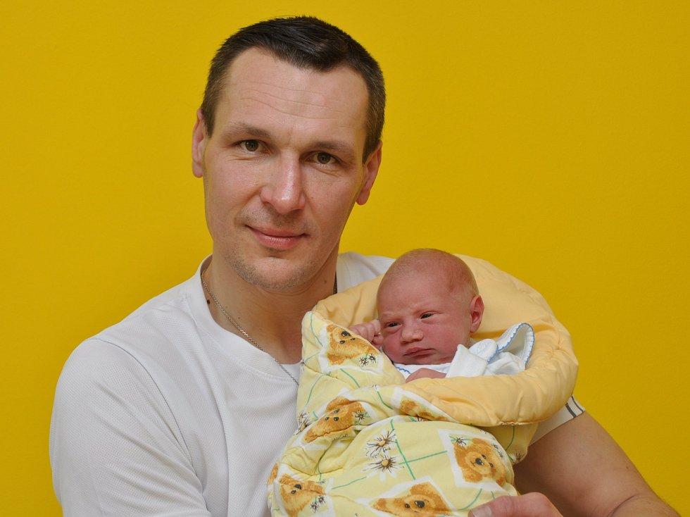 Ve strakonické porodnici se ve středu 24. ledna ve 14 hodin a 48 minut narodil Marek Tolnaj. Vážil 2900 gramů. Rodiče žijí v Husinci, kde spolu vychovávají také a dvouletou Kristýnku.