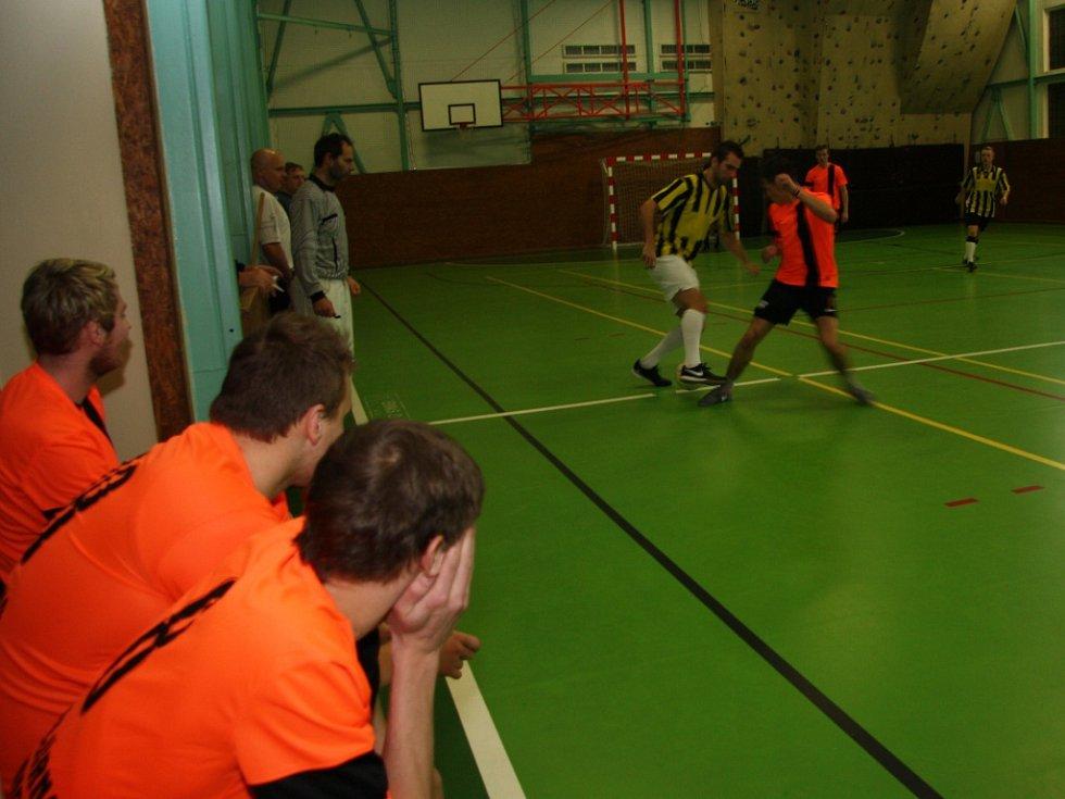V sobotu 17. ledna se ve sportovní hale v Prachaticích odehrály zápasy krajského finále Českého poháru futsal sálové kopané. Foto z utkání Norton – Strojírna Honner ČB.