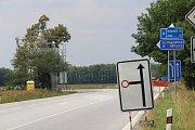 V Češnovicích na uzavírku a objízdnou trasu upozorňuje dopravní značení.