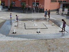 Fontána na volarském náměstí již slouží svému účelu.