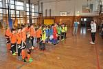 Turnaj fotbalových mladších přípravek se hrál ve zdíkovské tělocvičně.