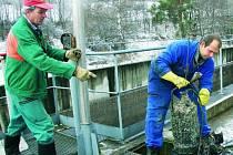 NIC VÝJIMEČNÉHO. Zanesená čerpala biologicky nerozložitelným odpadem nejsou nic zvláštního. I pátek dopoledne 19. prosince bylo potřeba jedno vyčistit.