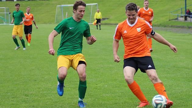 Vimperští (oranžové dresy) ladí formu na novou sezonu. Ilustrační foto