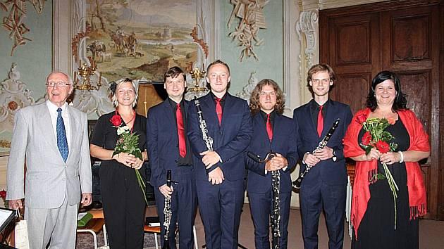 Prachatičtí hudebníci vyrazili do Vizovic. Na koncert zavítal i skladatel František Jančík, kterému přáli vše nejlepší.