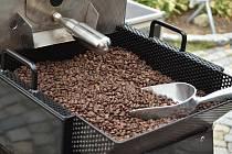 Ochutnávka i pražení kávy čekala na návštěvníky vimperského Dne kávy.