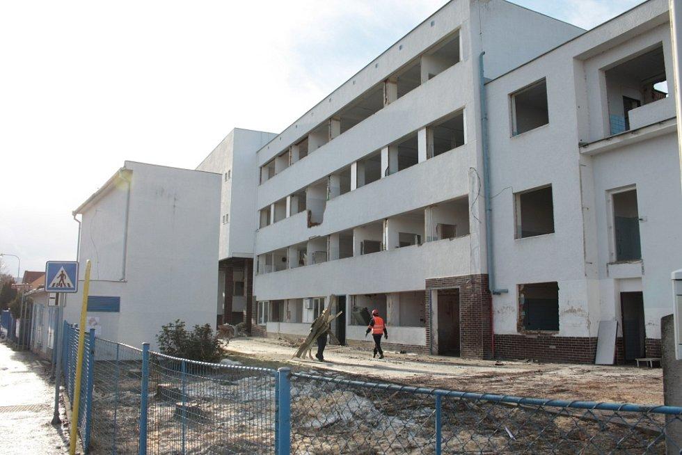 V únoru 2013 začala demolice objektů v areálu Madety v Prachaticích.