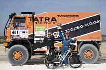 Setkání Tadeáše Šímy a Tomáše Tomečka po Eco Race Africa u Růžového jezera v Senegalu.