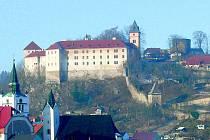Ani po zhruba čtvrt roce není zřejmé, kdo by měl zájem o bezúplatný převod vimperského zámku. Ohlásil se i soukromý investor.