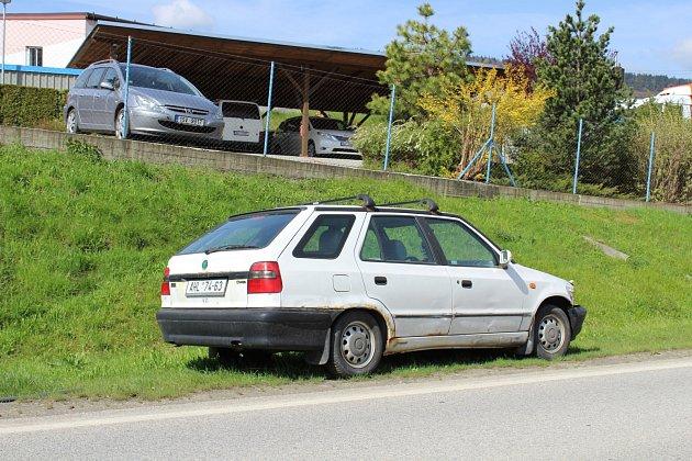 Autovrak vprachatické Krumlovské ulici.