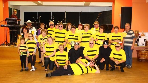 Prachatičtí včelaři plesali.