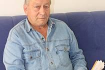 Posedmé usedne Jiří Ludačka z Prachatic do volební komise dnes ve dvě hodiny odpoledne.