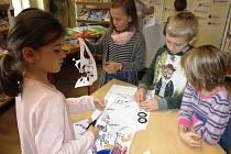 Na program o vynálezci Alvovi přilákala děti do knihovny spisovatelka Klára Smolíková.