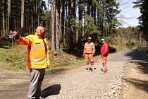 S opravou tří set metrů silnice na Javorníku začala SÚS Prachatice ve středu 11. května. Hotovo bude do konce příštího týdne.