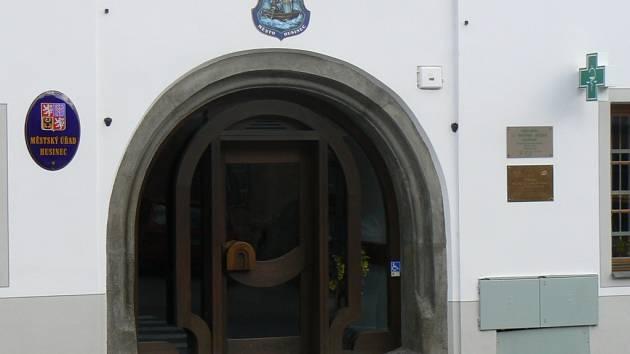 Nájemci Kulturního domu v Husinci radní nájemné prominulo. Ilustrační foto.