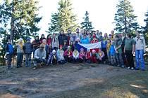 Skauti z Vimperku a Volar oslavili sedmnáctý listopad tradičním výstupem na Boubín.