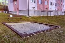 Pískoviště Na Sadech město dál udržovat nechce.