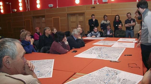 V pátek odpoledne měli Vimperští jedinečnou příležitost zapojit se do přípravy podkladů pro územní studii ulic 1. máje a Pivovarské, a to v přítomnosti autorů z architektonické kanceláře re:architekti.