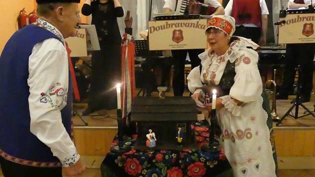 Starostové Pištína i Prachatic se sešli na baráčnickém bále