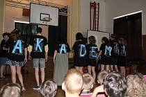 ZŠ Vodňanská ve středu 28. června burácela. Deváťáci ukončili školní rok akademií.
