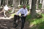 Pětašedesátiletý František Jiřík putoval na Boubín na kole. K tomu je nutno však připočíst dalších osm kilometrů, které dělí jeho bydliště od Vimperka.