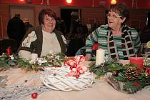 V Městském kulturním středisku ve Vimperku si přišli na své milovníci ruční výroby. Čekaly tu na ně vánoční řemeslné trhy, na děti zase dílničky.