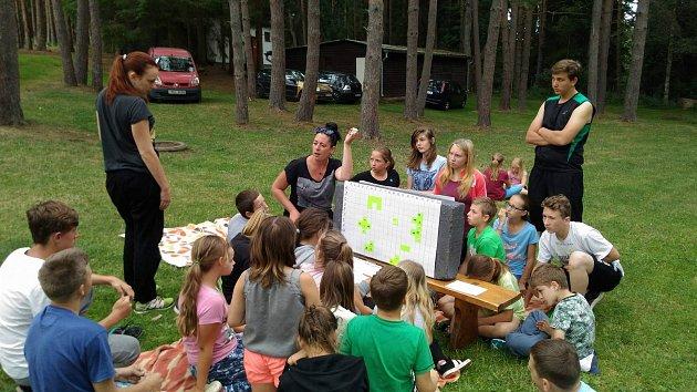 Hry a soutěže provázejí děti, které vyrazily na letní tábor se ZŠ Vodňanská.
