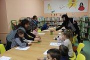 Tradičně o jarních prázdninách přijela do prachatické knihovny ZOO z Hluboké nad Vltavou.