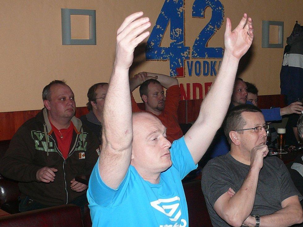 Výkon českých hokejistů vyvolával nejrůznější emoce.