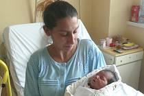 Nicol Drahotová se narodila v prachatické porodnici v úterý 17. listopadu v 10.50 hodin rodičům Viole a Jiřímu. Vážila 2910 gramů a měřila 49 centimetrů. Doma ve Ktiši na malou Nicol čekají sourozenci Ivana (8 let), Viola (6 let) a Jiřík (5 let).