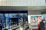 Fronty před prachatickými supermarkety se s novým nařízením nekonají.
