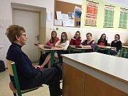 Dagmar Lieblová včera mimo jiné hovořila i se studenty ve Vimperku.