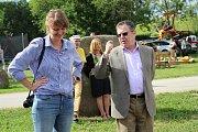 Galerie Biofarmy Slunečná hostí výstavu ...vidět Israel. Vernisáže v Slunečné se účastnil také izraelský velvyslanec v ČR Daniel Meron (vpravo).