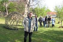 Návštěvníci Chluman nemusejí obdivovat jen krásy zahrady Ky.By, ale i předzahrádek v celé obci.