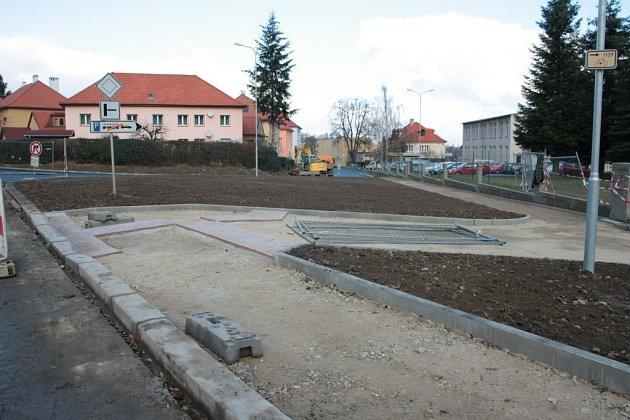 Vulici UStadionu zbývá dodělat povrchy chodníků před bývalou Jitonou.