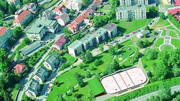 PRVNÍ POHLED. Podle studie, kterou si nechalo udělat město Prachatice, by měla být plocha pro sportovce v zadní části parku.