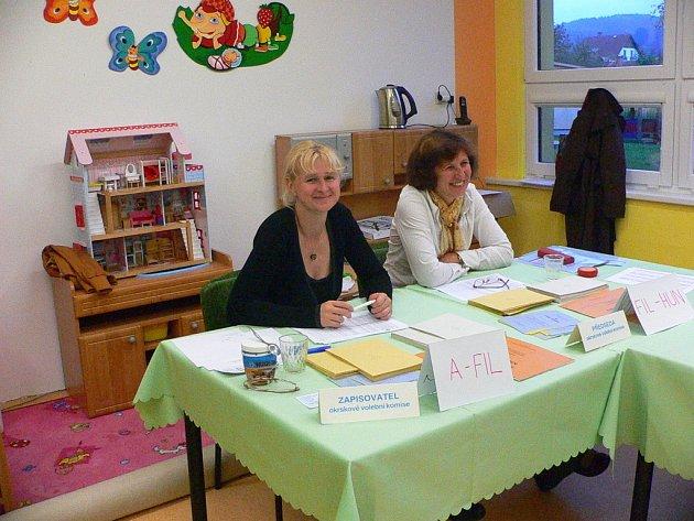 Volební komise ve volarské mateřské škole na sídlišti Míru.