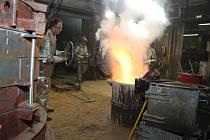 Roztavení zvonoviny pro vimperský zvon na požadovanou teplotu přes tisíc stupňů Celsia trvalo zhruba tři hodiny.