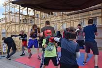 Ukázky boxu jako součást majálesového programu.